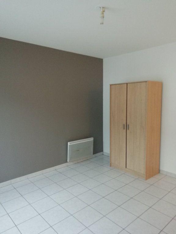 Appartement à louer 1 24m2 à Saint-Nazaire vignette-4