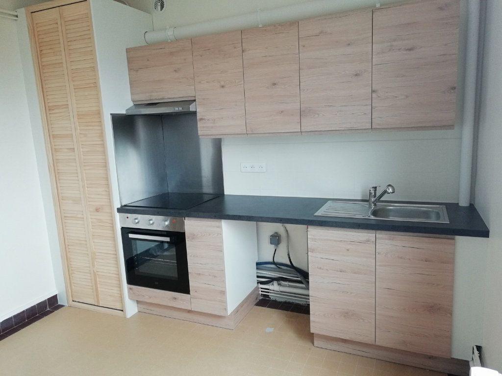 Appartement à louer 2 54.55m2 à Saint-Nazaire vignette-1