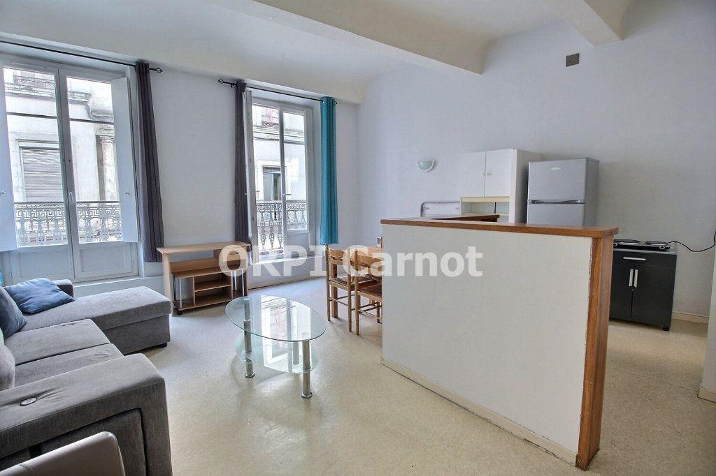 Appartement à louer 2 52.19m2 à Castres vignette-1