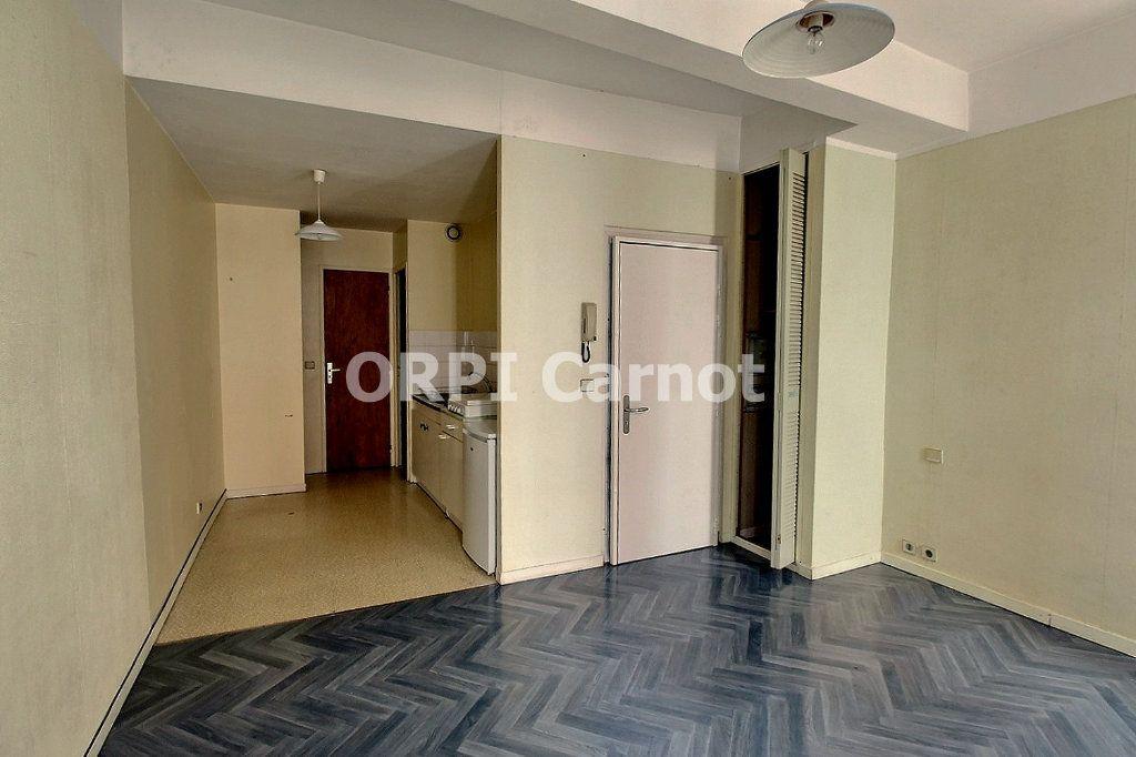 Appartement à louer 1 28m2 à Castres vignette-1