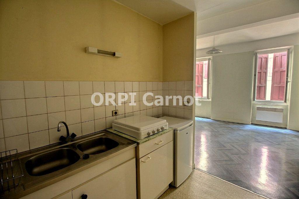 Appartement à louer 1 28m2 à Castres vignette-2