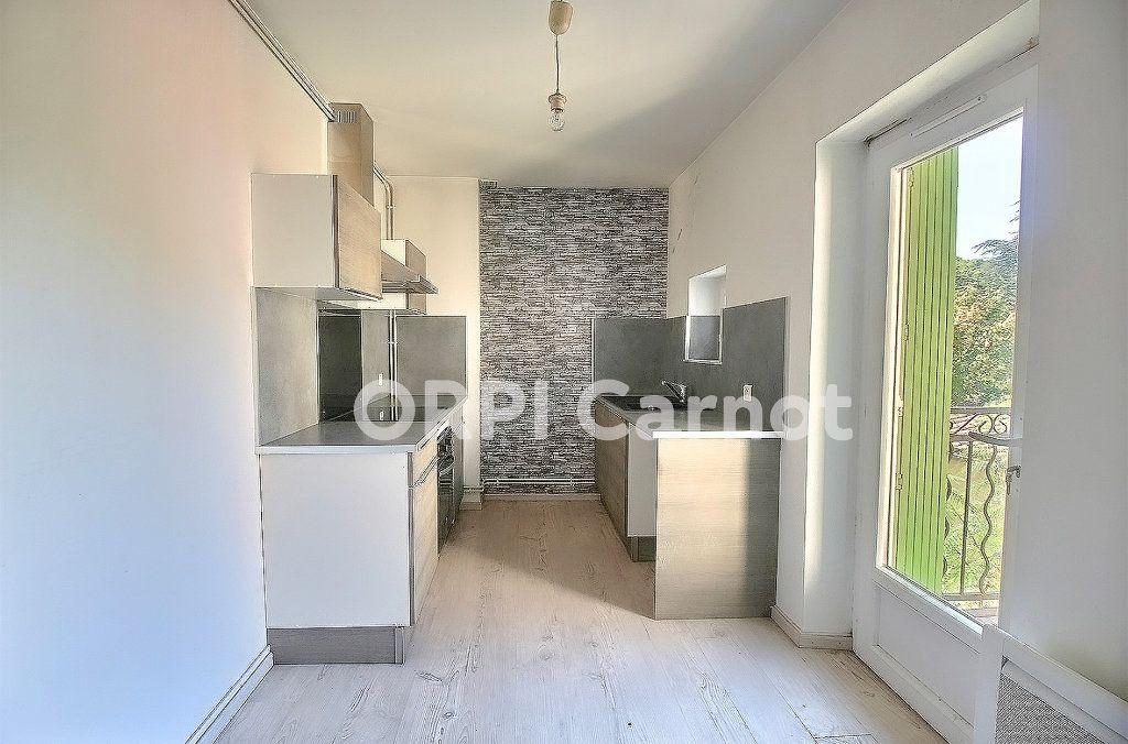 Appartement à louer 3 69.76m2 à Castres vignette-2