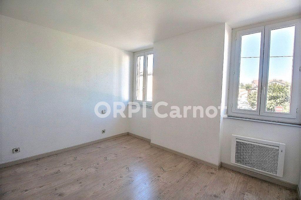 Appartement à louer 3 69.76m2 à Castres vignette-5