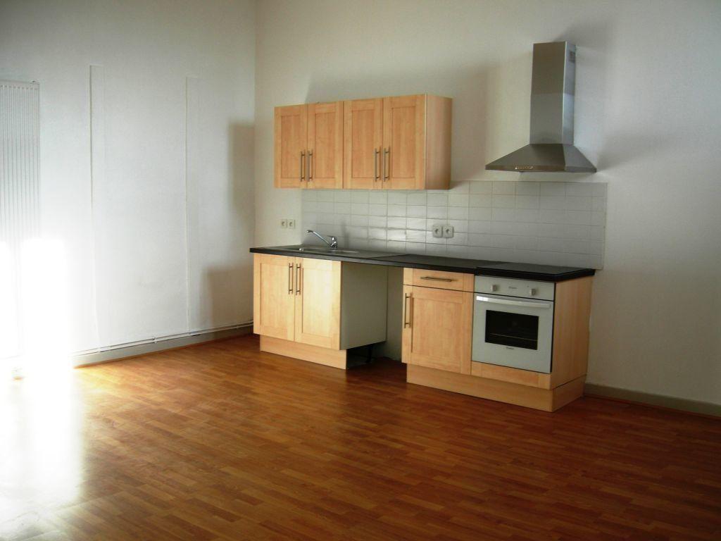Appartement à louer 6 151m2 à Castres vignette-1