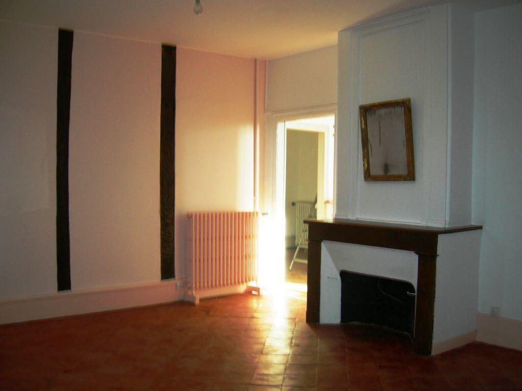 Appartement à louer 6 151m2 à Castres vignette-3