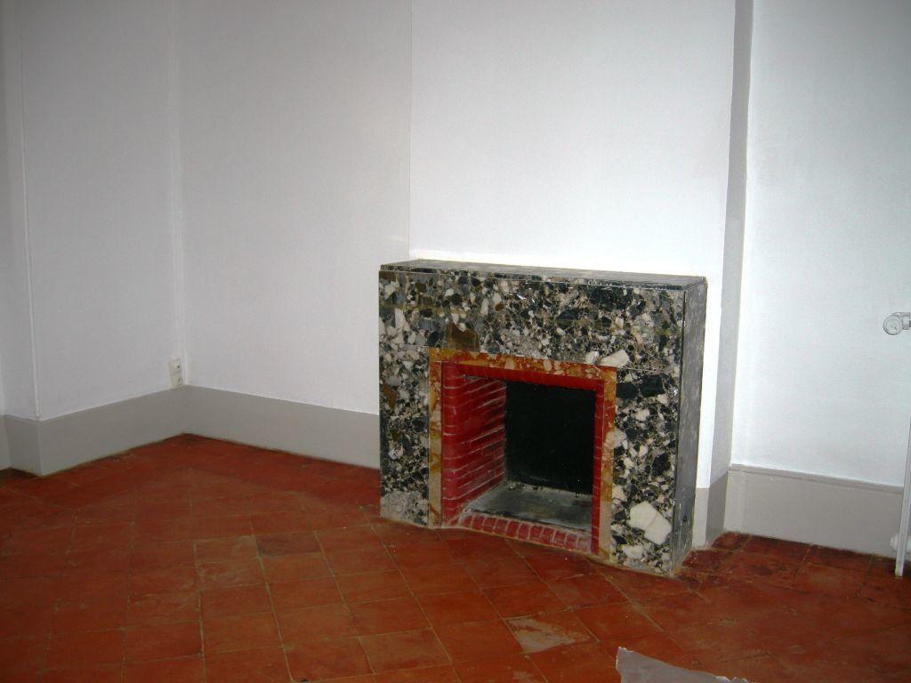 Appartement à louer 6 151m2 à Castres vignette-4