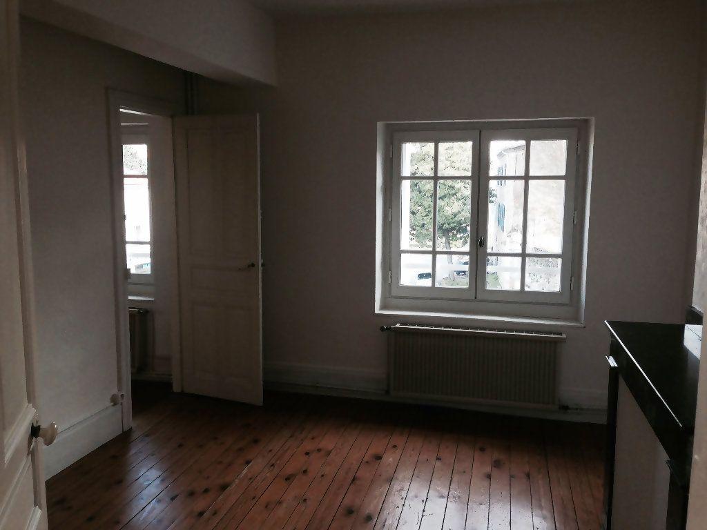 Appartement à louer 4 111m2 à Castres vignette-1