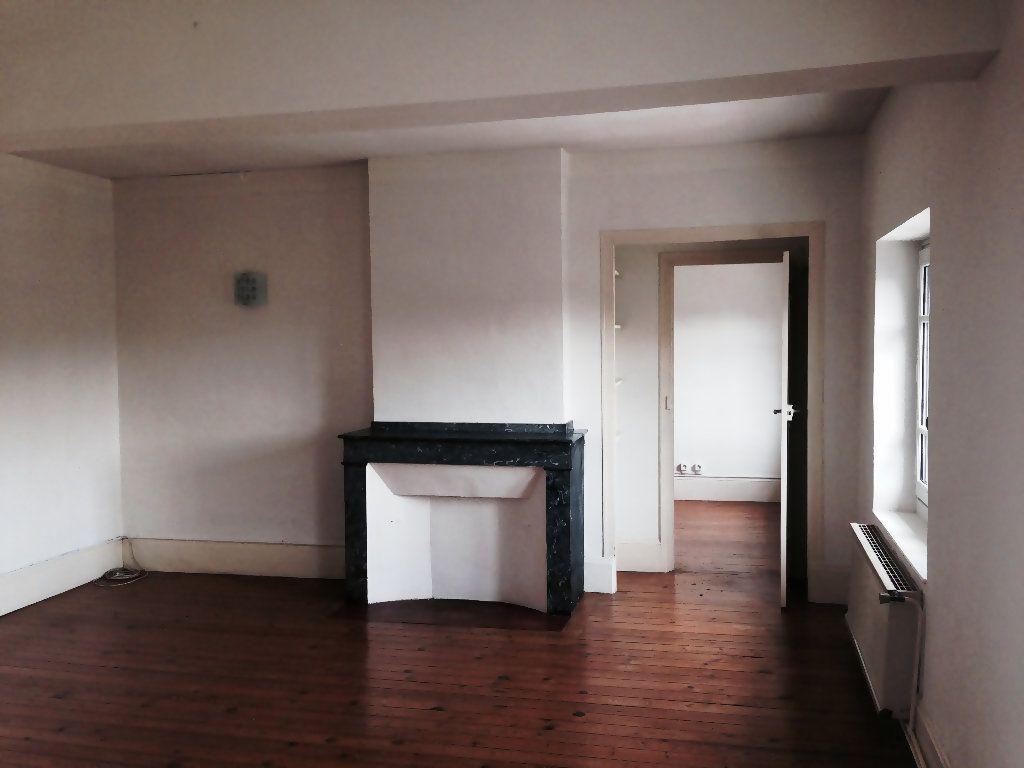 Appartement à louer 4 111m2 à Castres vignette-2