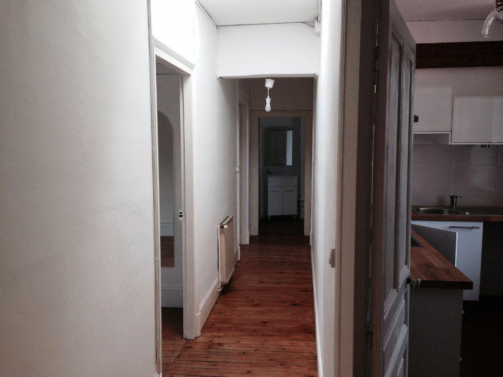 Appartement à louer 4 111m2 à Castres vignette-3