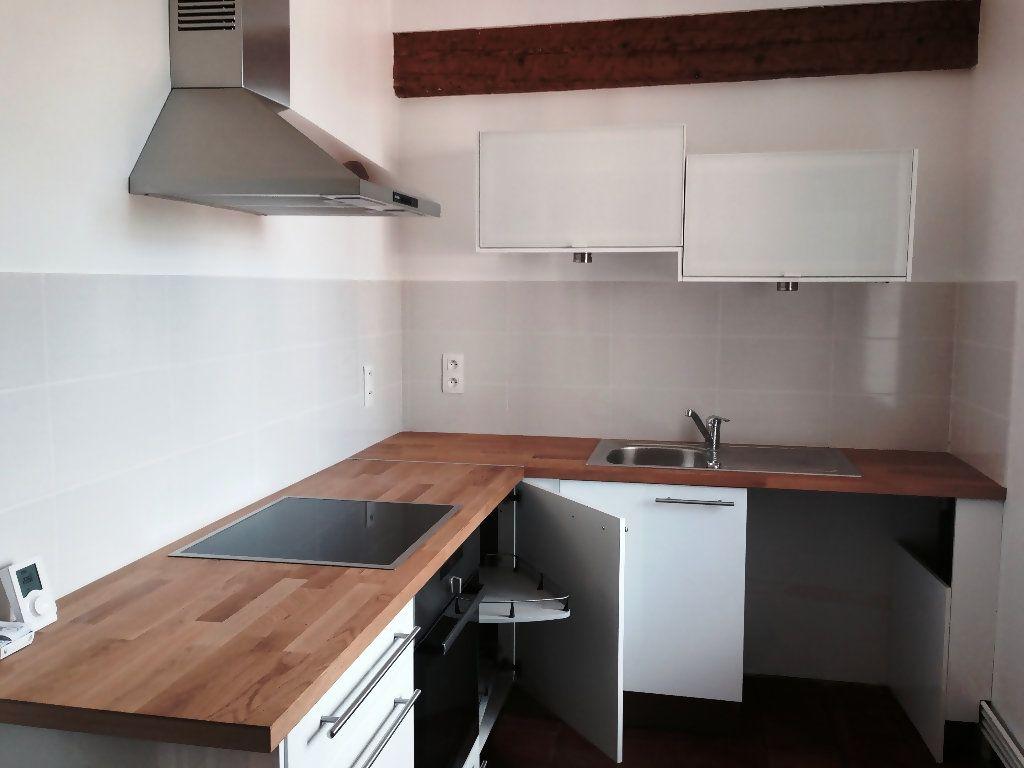 Appartement à louer 4 111m2 à Castres vignette-4