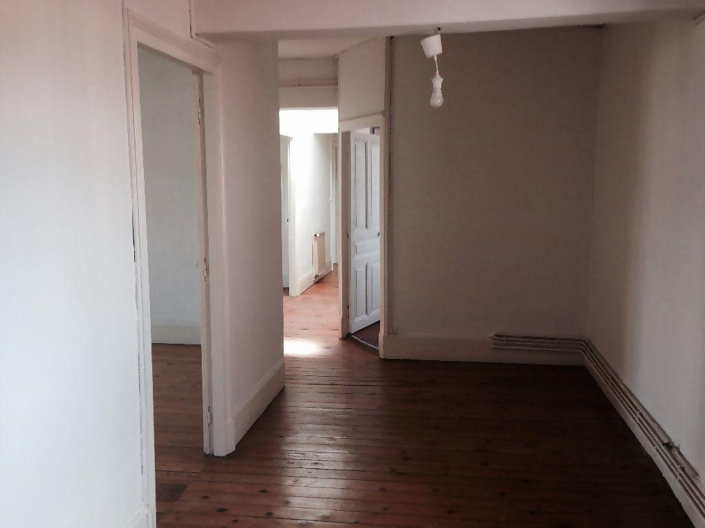 Appartement à louer 4 111m2 à Castres vignette-5