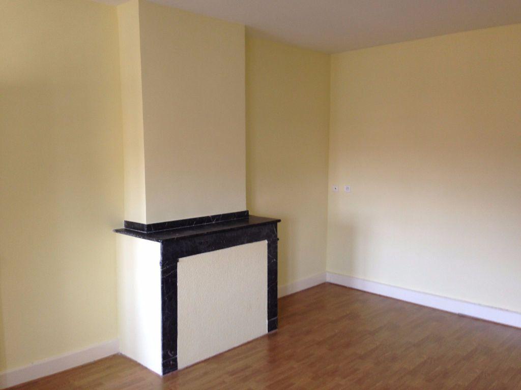 Appartement à louer 4 110m2 à Labruguière vignette-1
