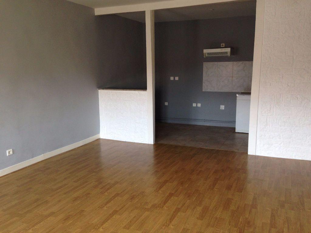 Appartement à louer 4 110m2 à Labruguière vignette-2