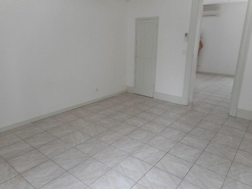 Appartement à louer 2 45m2 à Castres vignette-6