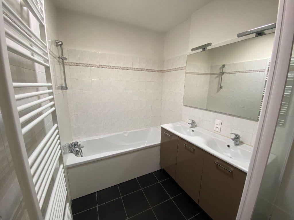Appartement à louer 4 133m2 à Castres vignette-4