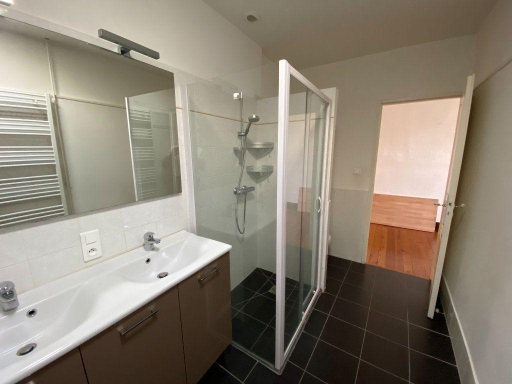 Appartement à louer 4 133m2 à Castres vignette-5