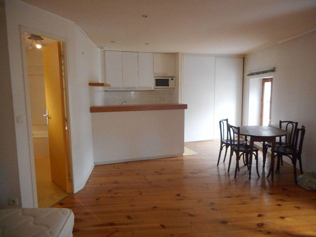 Appartement à louer 1 40m2 à Mazamet vignette-1