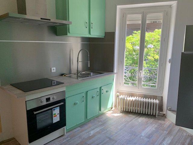 Appartement à louer 2 70m2 à Mazamet vignette-3