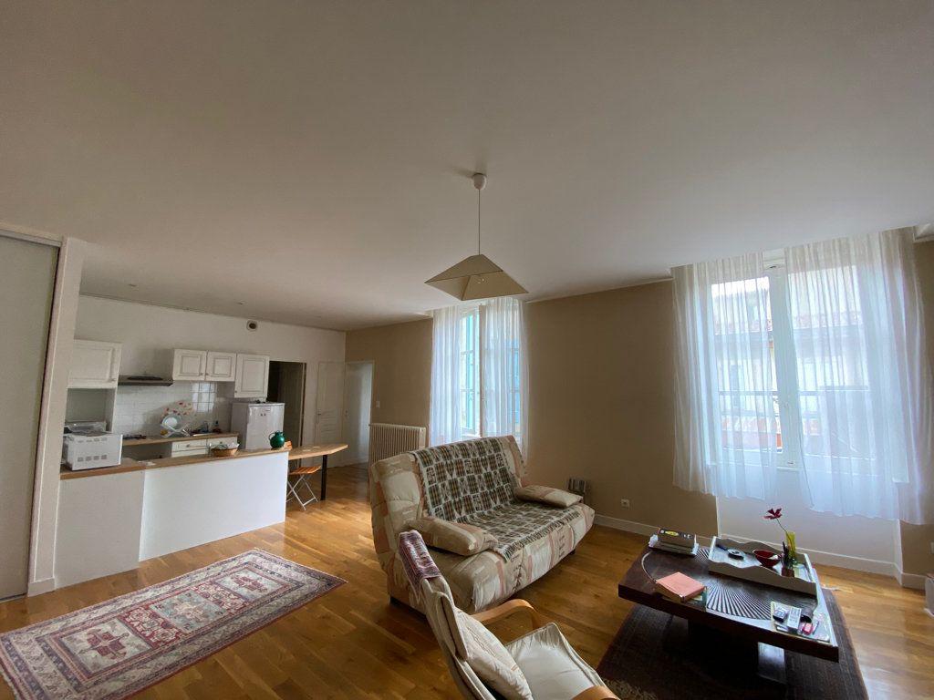 Appartement à louer 2 67m2 à Castres vignette-1