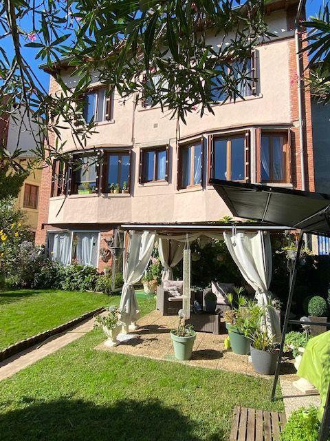 Maison à vendre 8 300m2 à Castres vignette-1