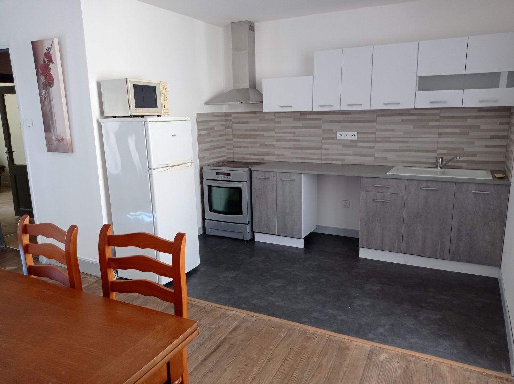 Maison à louer 3 76m2 à Labastide-Rouairoux vignette-1