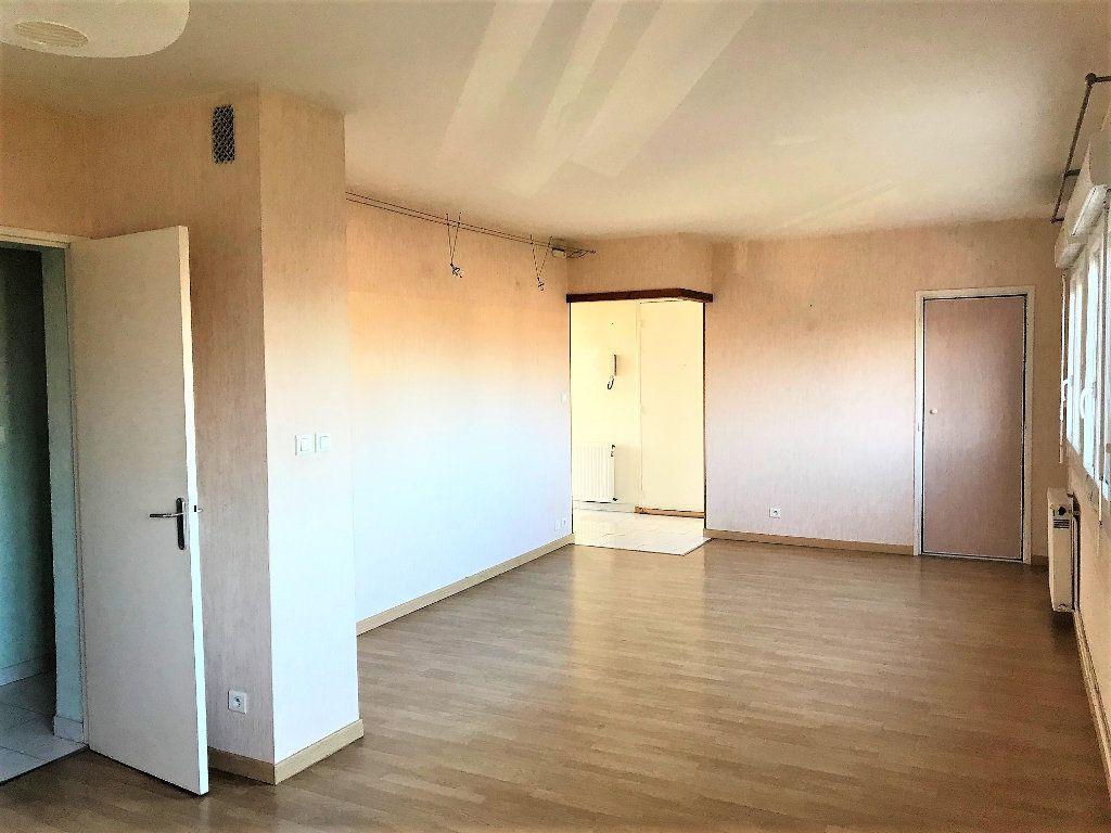 Appartement à louer 3 70m2 à Albi vignette-2
