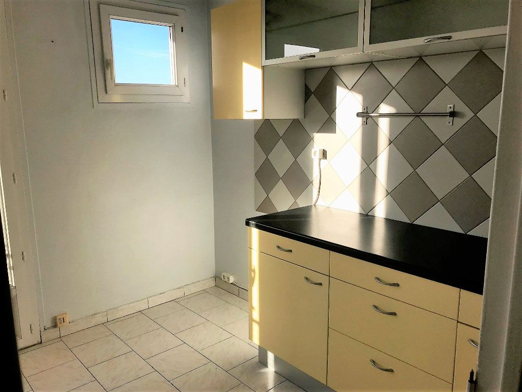 Appartement à louer 3 70m2 à Albi vignette-4