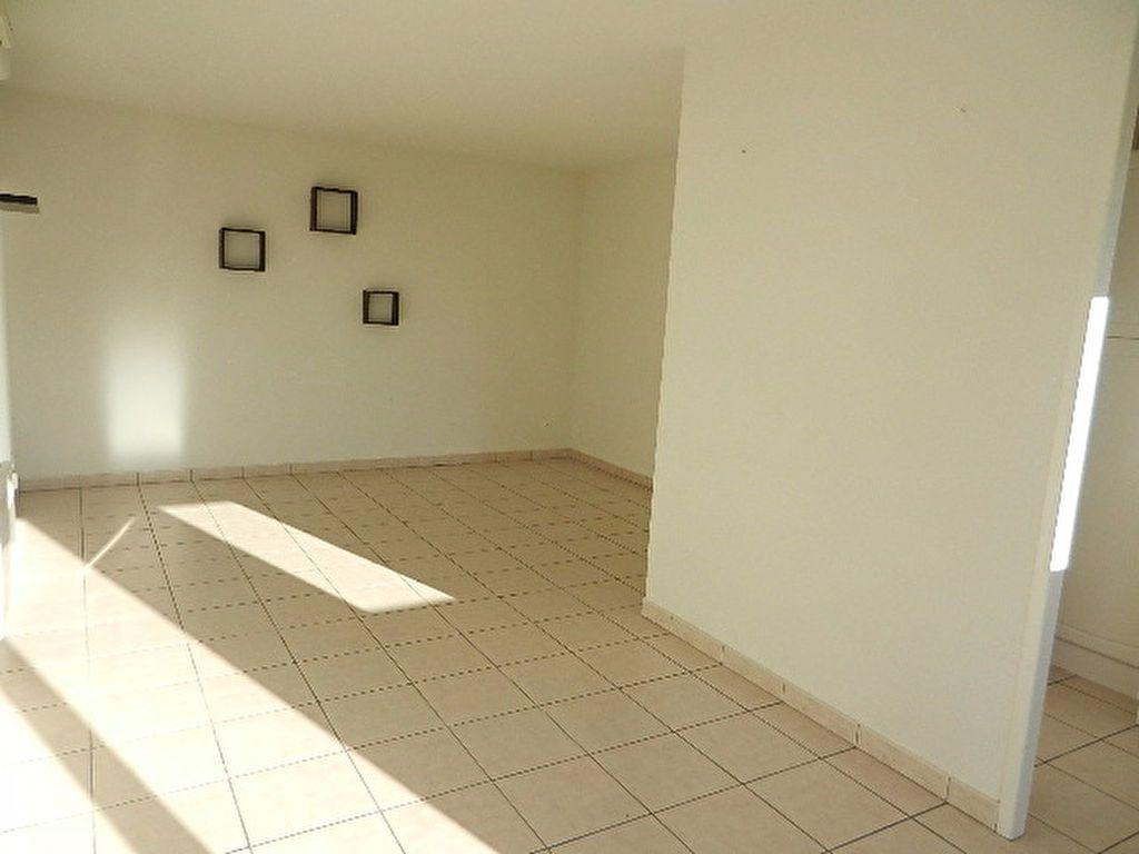 Appartement à louer 2 46.1m2 à La Glacerie vignette-2