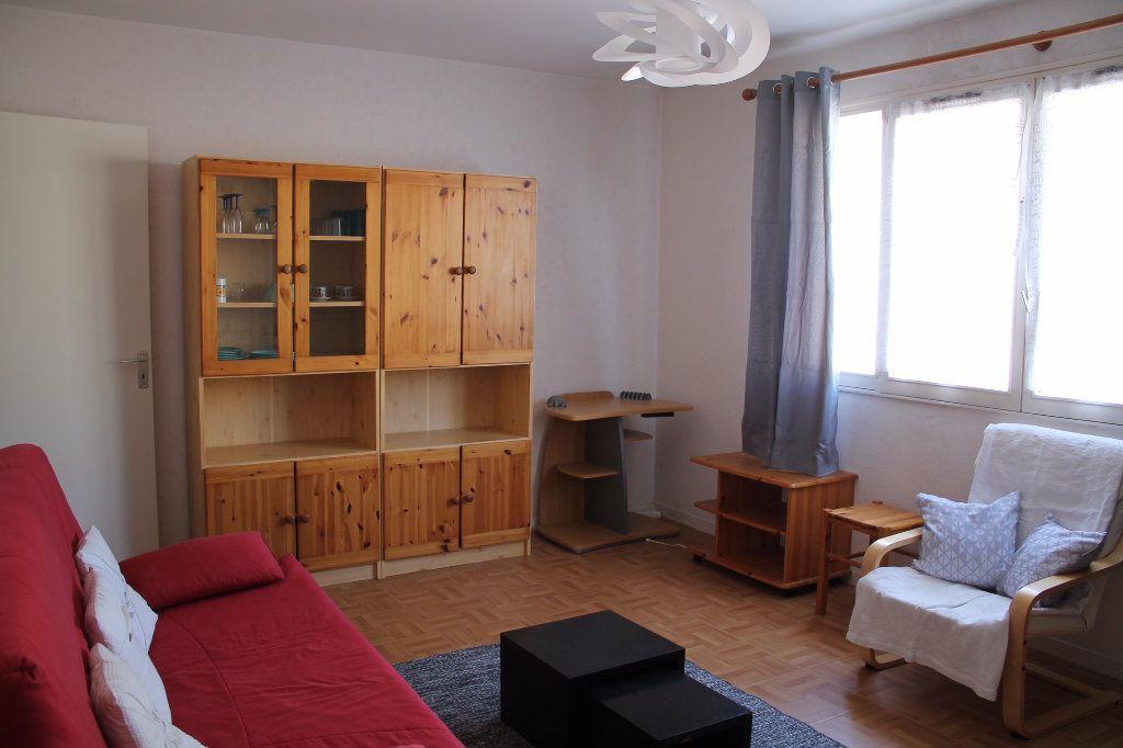 Appartement à louer 1 25m2 à Cherbourg-Octeville vignette-1