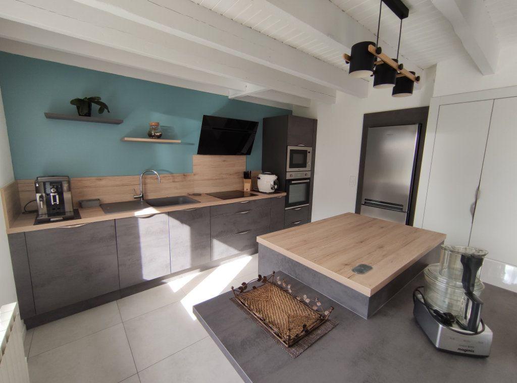 Maison à vendre 7 182m2 à Chauché vignette-6