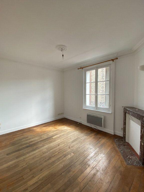 Appartement à louer 3 44.39m2 à Saint-Ouen vignette-1