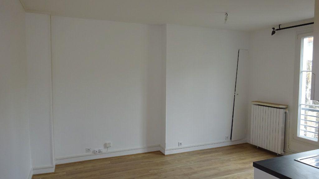 Appartement à louer 2 39m2 à Paris 17 vignette-1