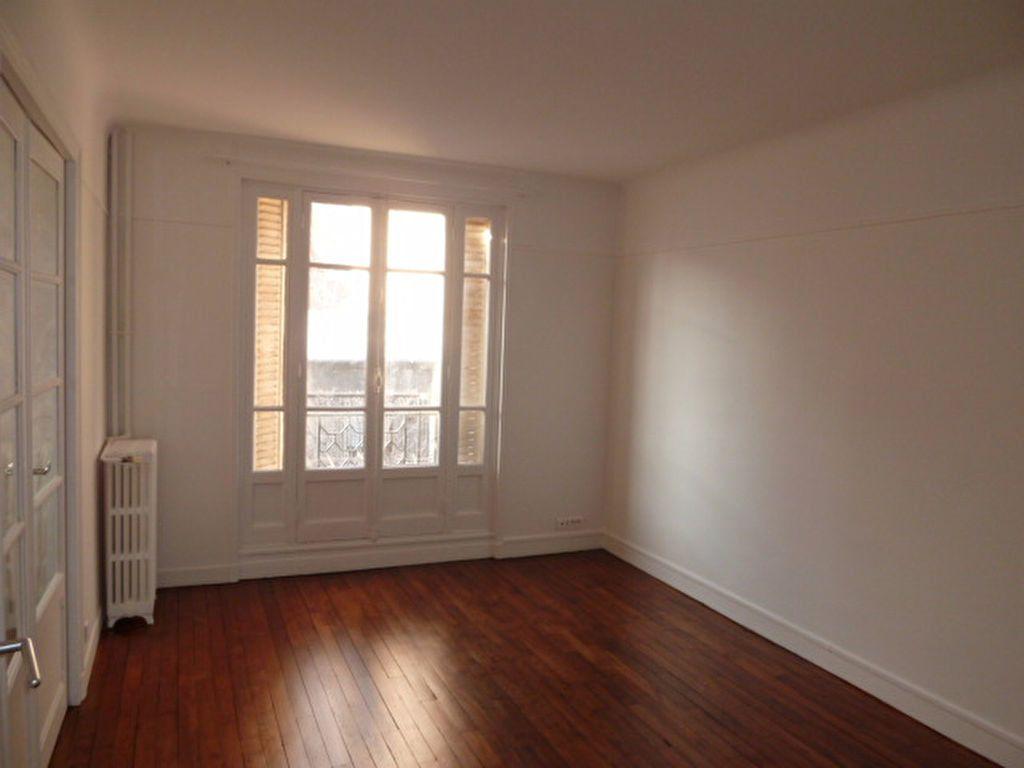 Appartement à louer 3 62.14m2 à Saint-Ouen vignette-1