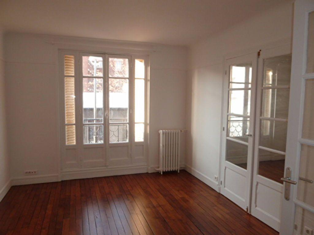 Appartement à louer 3 62.14m2 à Saint-Ouen vignette-2