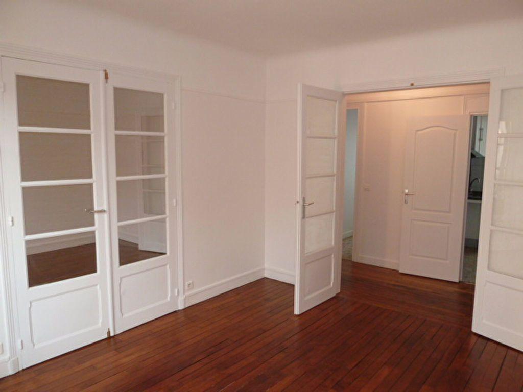 Appartement à louer 3 62.14m2 à Saint-Ouen vignette-6