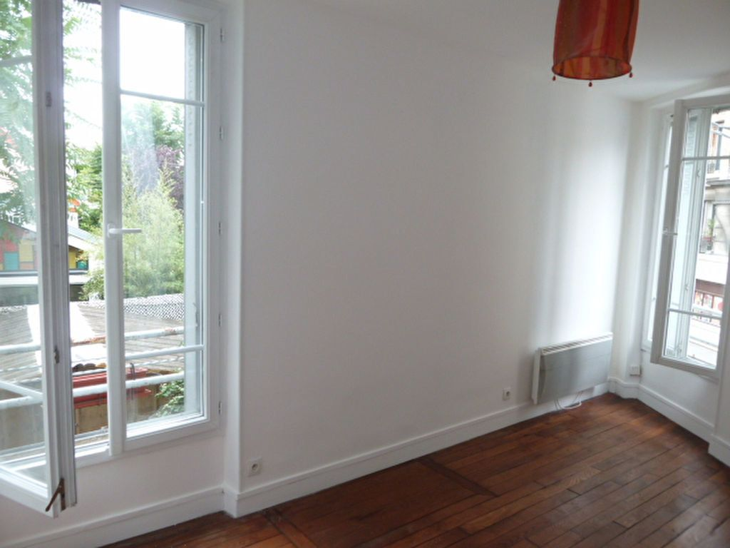 Appartement à louer 2 31.9m2 à Saint-Ouen vignette-1