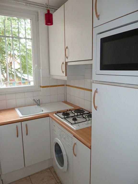 Appartement à louer 2 31.9m2 à Saint-Ouen vignette-2