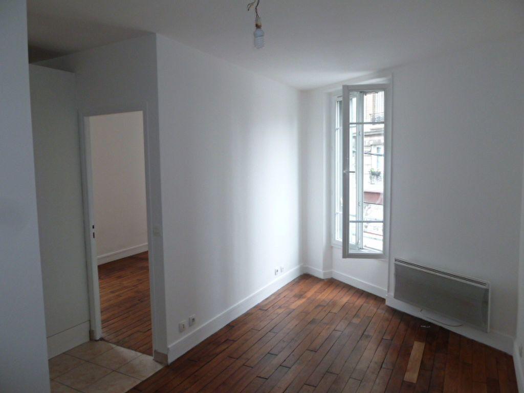 Appartement à louer 2 31.9m2 à Saint-Ouen vignette-3