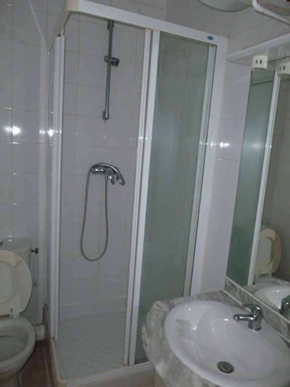 Appartement à louer 2 31.9m2 à Saint-Ouen vignette-4