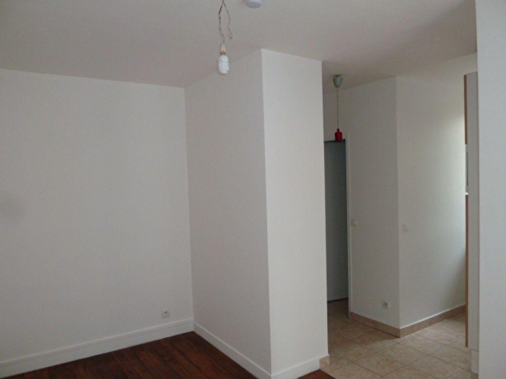 Appartement à louer 2 31.9m2 à Saint-Ouen vignette-7