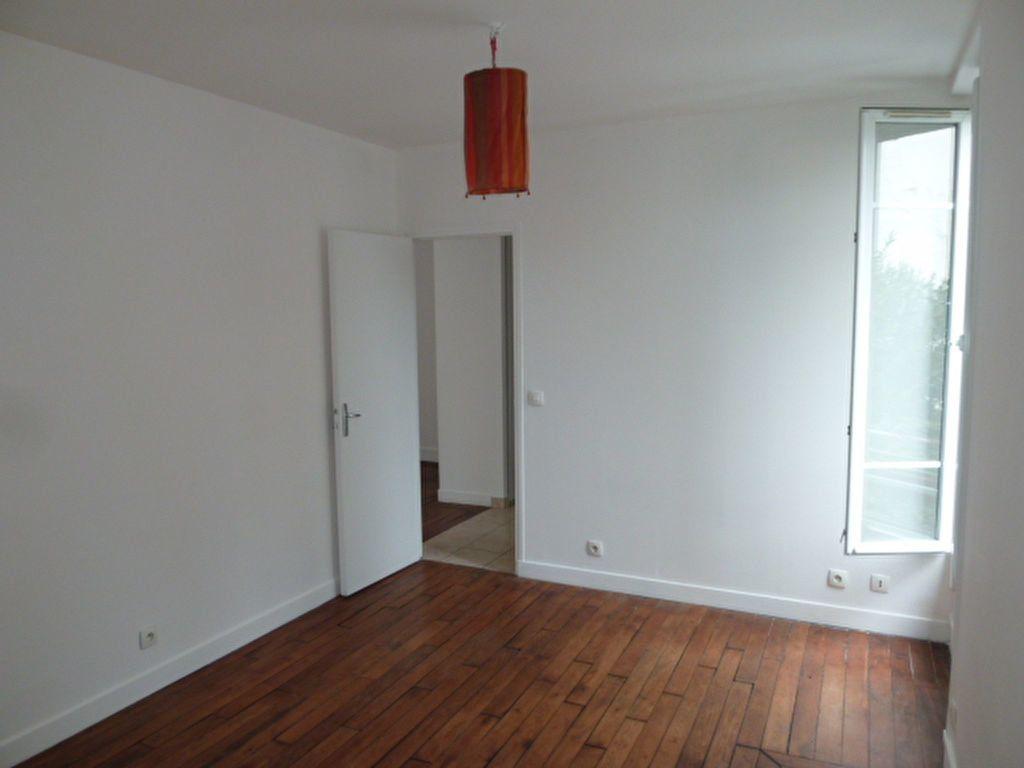Appartement à louer 2 31.9m2 à Saint-Ouen vignette-8