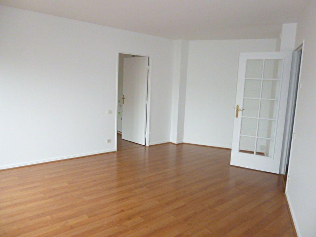Appartement à louer 2 42m2 à Issy-les-Moulineaux vignette-2