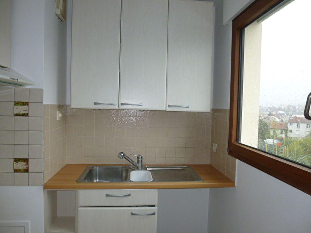 Appartement à louer 2 42m2 à Issy-les-Moulineaux vignette-3