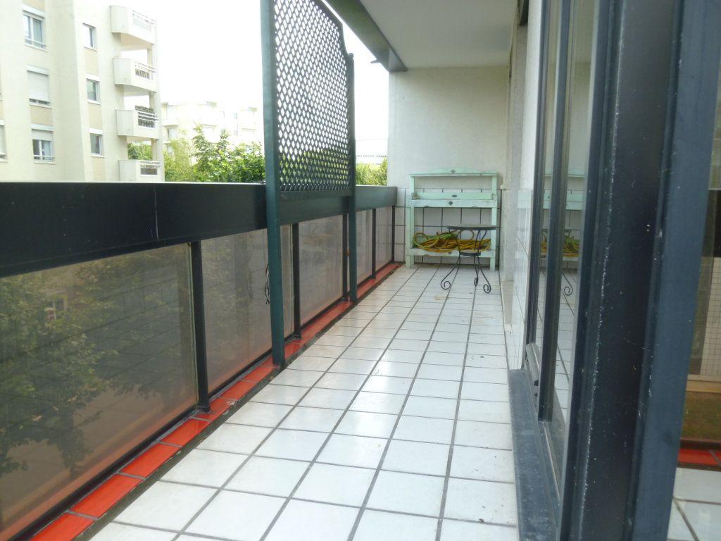 Appartement à louer 3 71.5m2 à Issy-les-Moulineaux vignette-2