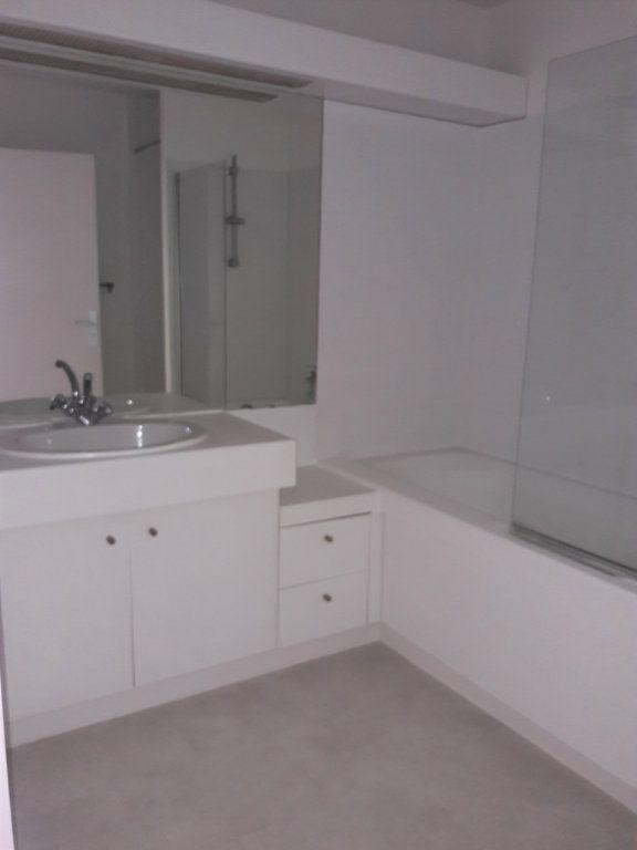 Appartement à louer 3 71.5m2 à Issy-les-Moulineaux vignette-7