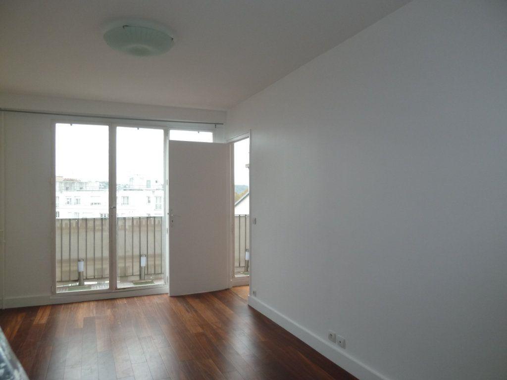 Appartement à louer 3 51m2 à Issy-les-Moulineaux vignette-1