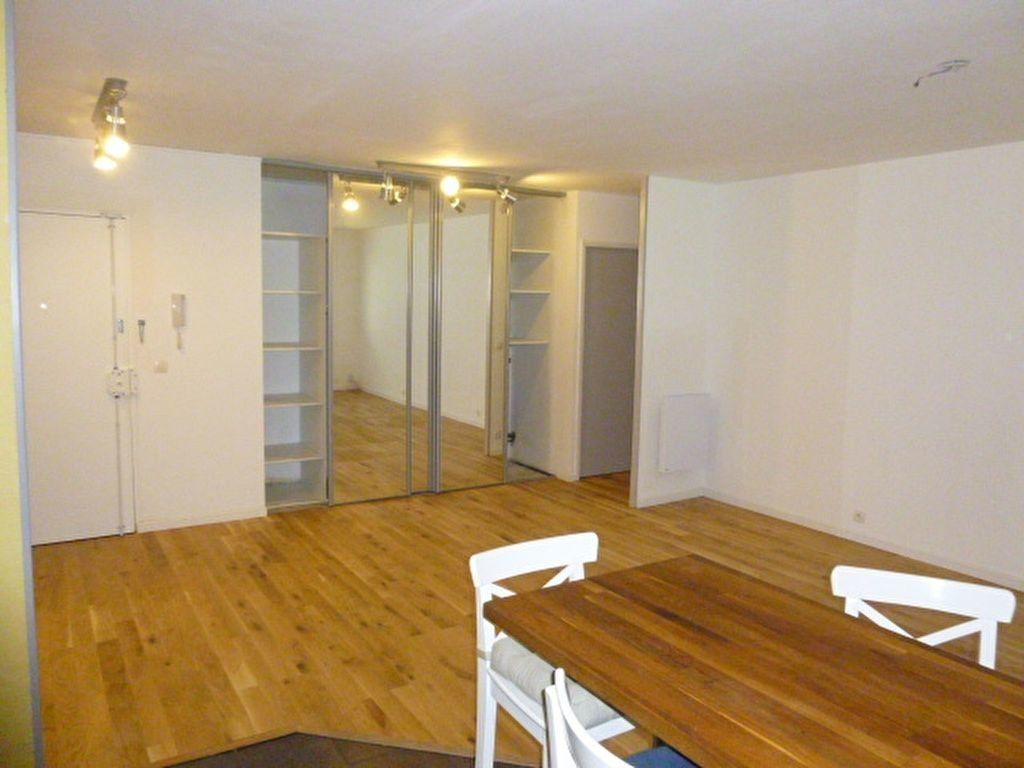 Appartement à louer 4 79m2 à Issy-les-Moulineaux vignette-1