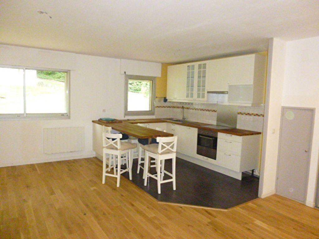 Appartement à louer 4 79m2 à Issy-les-Moulineaux vignette-2