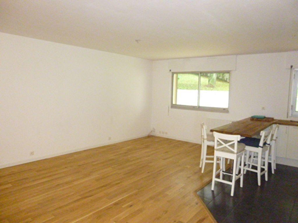 Appartement à louer 4 79m2 à Issy-les-Moulineaux vignette-4