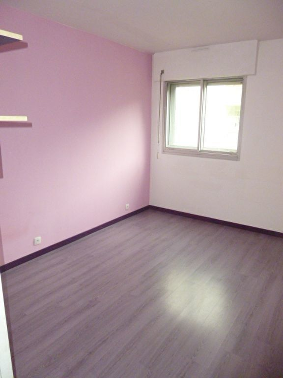 Appartement à louer 4 79m2 à Issy-les-Moulineaux vignette-7